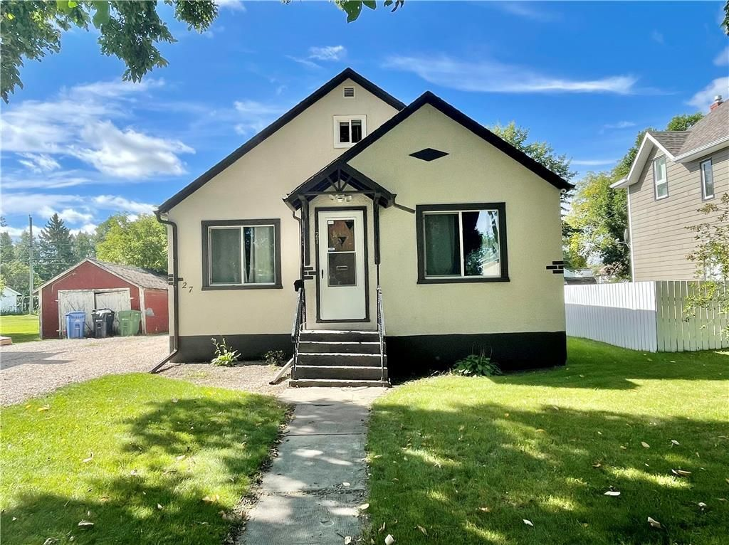 Main Photo: 27 4th Avenue Southeast in Dauphin: Residential for sale (R30 - Dauphin and Area)  : MLS®# 202122511