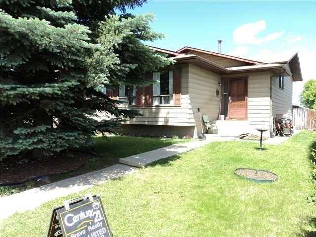Main Photo: 220 BEDDINGTON Drive NE in CALGARY: Beddington Residential Detached Single Family for sale (Calgary)  : MLS®# C3575567