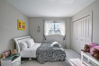 Photo 22: 34 Crestmont Drive SW in Calgary: Crestmont Detached for sale : MLS®# A1119055