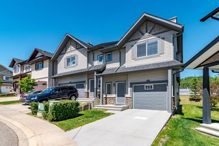Main Photo: 92 Rockyspring Grove NW in Calgary: Rocky Ridge Row/Townhouse for sale : MLS®# A1120482