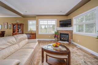Photo 2: 8778 Parker Court in Mission: House for sale : MLS®# R2555053