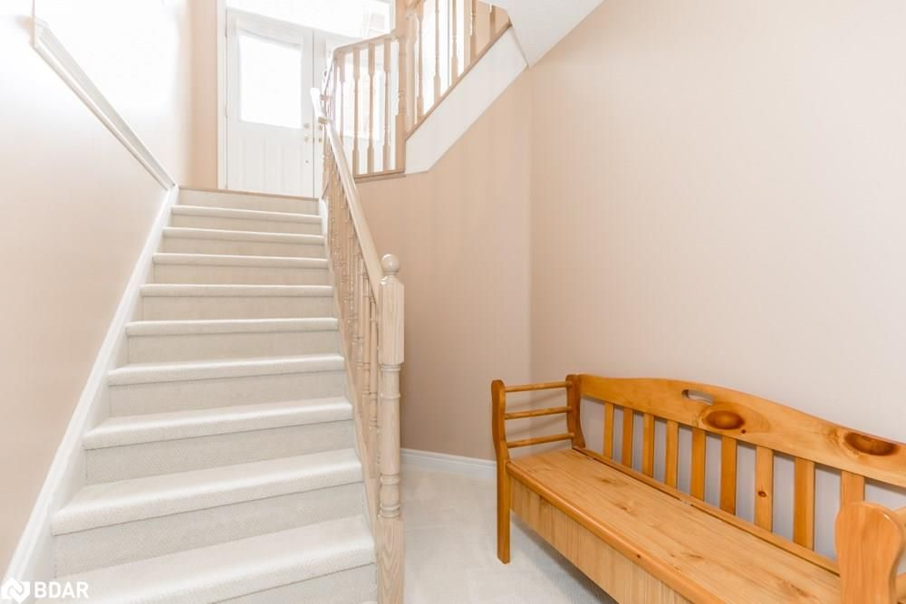Photo 11: Photos: 28 KRAUS Road in Barrie: House for sale