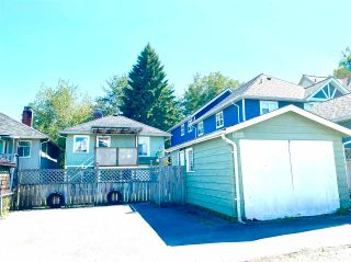 Photo 3: 957 E 15TH Avenue in Vancouver: Mount Pleasant VE House for sale (Vancouver East)  : MLS®# R2591504