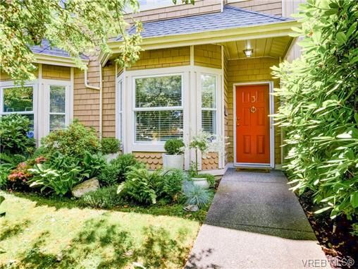 Main Photo: 3 1850 Fern St in VICTORIA: Vi Fernwood Row/Townhouse for sale (Victoria)  : MLS®# 734771