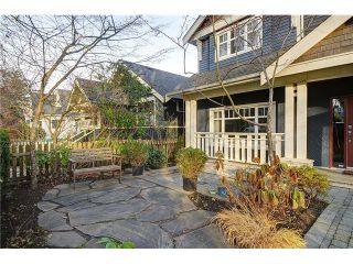 """Photo 2: 4472 QUEBEC Street in Vancouver: Main House for sale in """"MAIN STREET"""" (Vancouver East)  : MLS®# V1037297"""