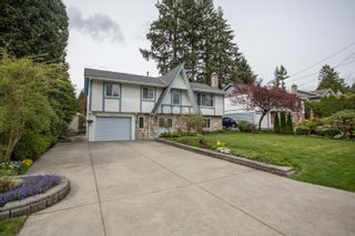 Photo 3: 2377 LATIMER Avenue in Coquitlam: Central Coquitlam House for sale : MLS®# R2573404