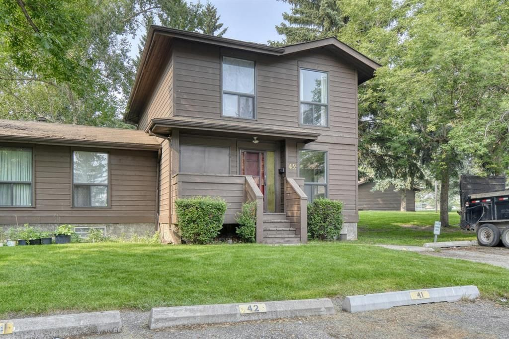 Main Photo: 42 336 Rundlehill Drive NE in Calgary: Rundle Row/Townhouse for sale : MLS®# A1101344