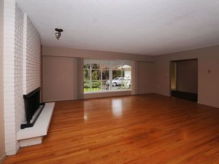 Photo 10: 2006 Runnymede Ave in Victoria: Residential for sale : MLS®# 289922