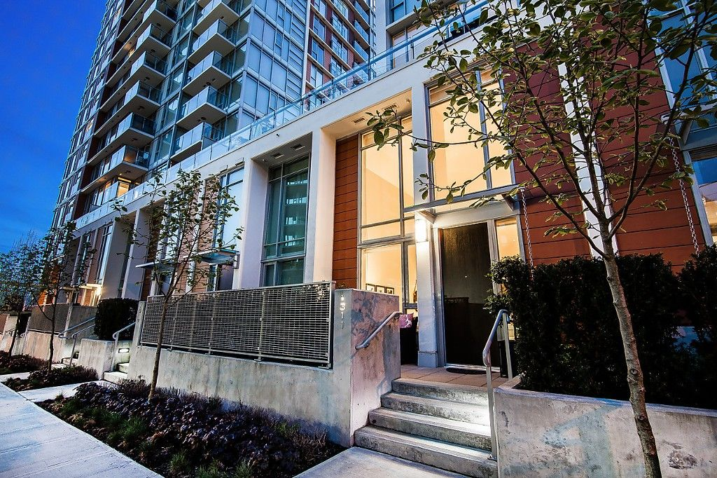 """Main Photo: 1311 CONTINENTAL Street in Vancouver: Downtown VW Townhouse for sale in """"MADDOX"""" (Vancouver West)  : MLS®# V1119617"""