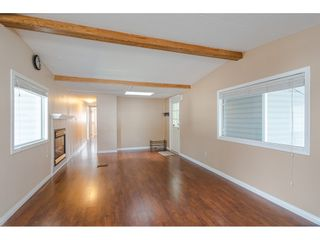 """Photo 8: 79 24330 FRASER Highway in Langley: Otter District Manufactured Home for sale in """"Langley Grove Estates"""" : MLS®# R2390843"""