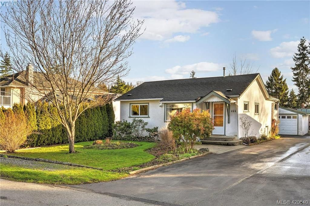 Main Photo: 569 Hurst Ave in VICTORIA: SW Glanford House for sale (Saanich West)  : MLS®# 832507