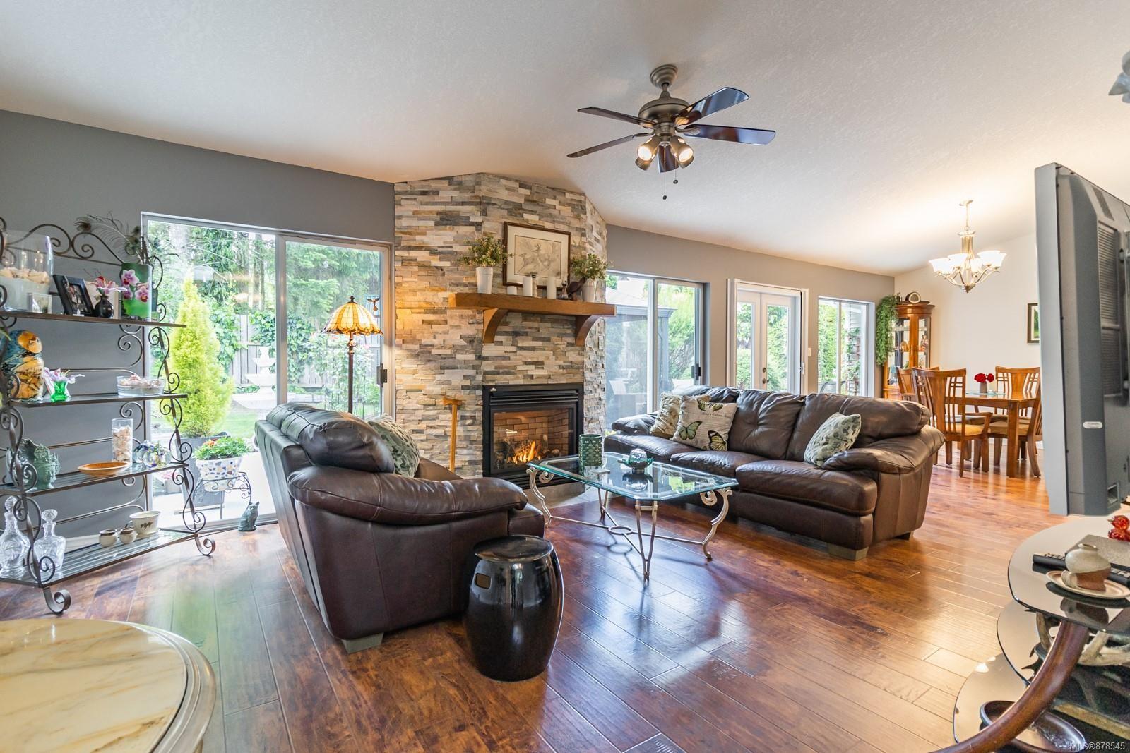 Photo 13: Photos: 1070 Symons Cres in : PQ Qualicum Beach House for sale (Parksville/Qualicum)  : MLS®# 878545
