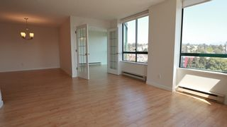 """Photo 11: 1702 121 TENTH Street in New Westminster: Uptown NW Condo for sale in """"VISTA ROYALE"""" : MLS®# R2300815"""