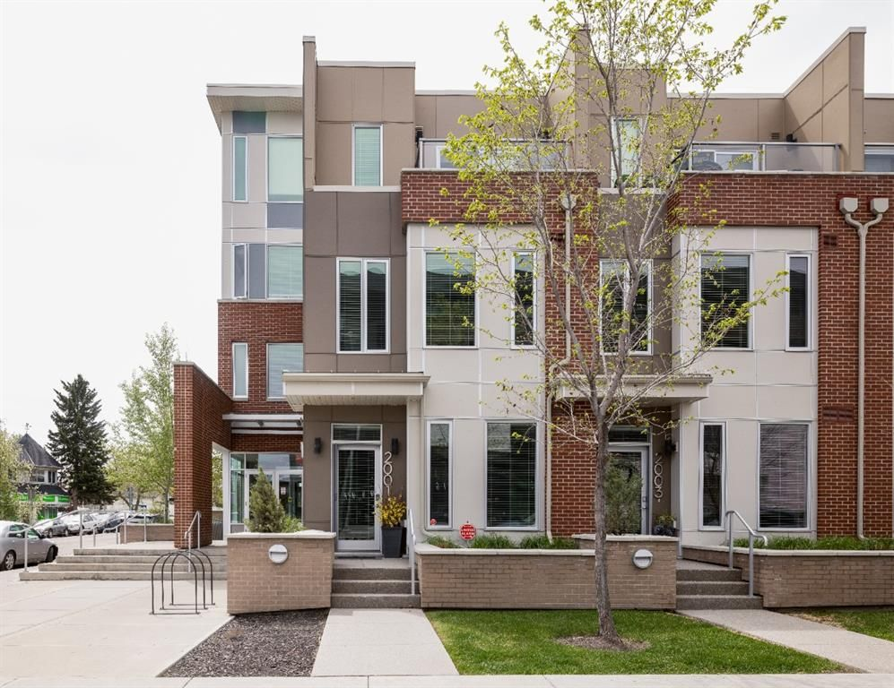 Main Photo: 2001 1 Avenue NW in Calgary: West Hillhurst Row/Townhouse for sale : MLS®# A1147400