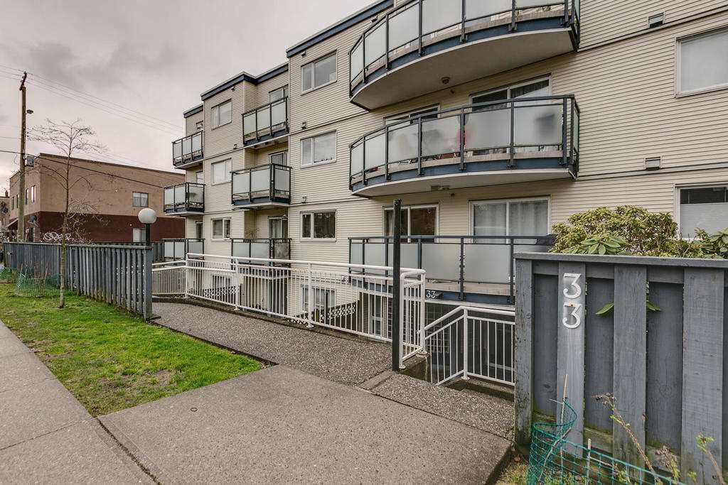 """Photo 1: Photos: 306 33 TEMPLETON Avenue in Vancouver: Hastings Condo for sale in """"North Templeton"""" (Vancouver East)  : MLS®# R2149760"""