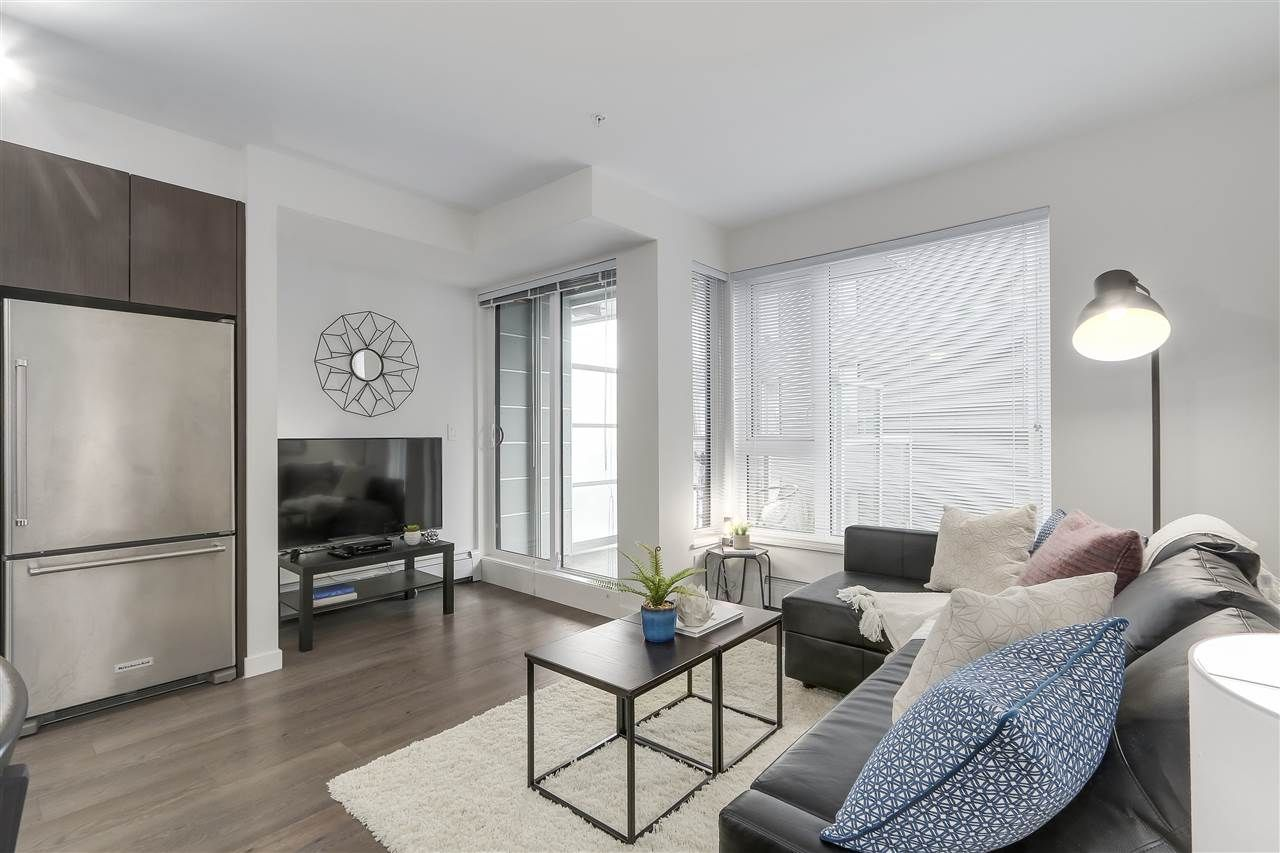 """Photo 3: Photos: 521 384 E 1ST Avenue in Vancouver: Mount Pleasant VE Condo for sale in """"CANVAS"""" (Vancouver East)  : MLS®# R2230543"""