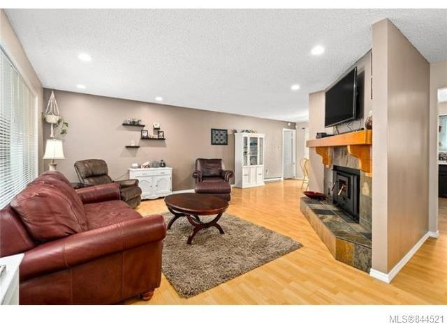 Photo 6: Photos: 6270 Hawkes Blvd in Duncan: Du West Duncan House for sale : MLS®# 844521