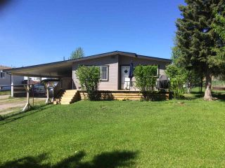 "Photo 2: 12827 MEADOW HEIGHTS Road in Fort St. John: Fort St. John - Rural W 100th Manufactured Home for sale in ""MEADOW HEIGHTS"" (Fort St. John (Zone 60))  : MLS®# R2513549"