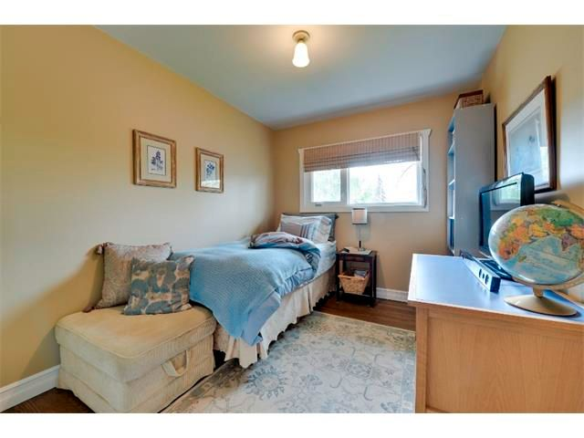 Photo 12: Photos: 5919 THORNTON Road NW in Calgary: Thorncliffe House for sale : MLS®# C4015197