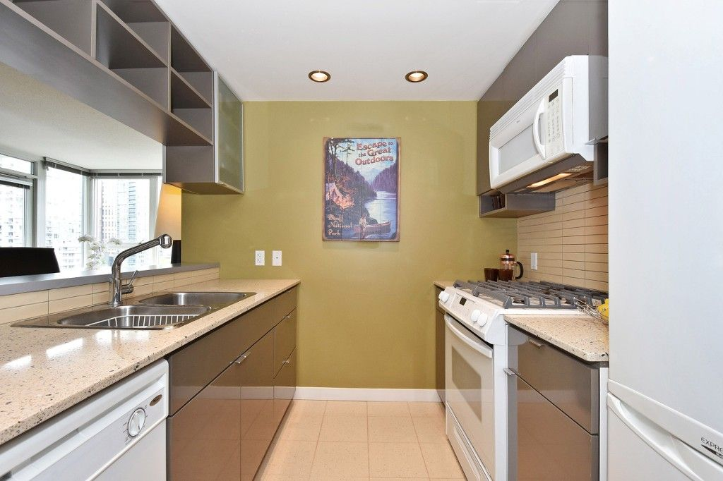 """Photo 6: Photos: 1708 928 BEATTY Street in Vancouver: Yaletown Condo for sale in """"MAX 1"""" (Vancouver West)  : MLS®# R2165040"""
