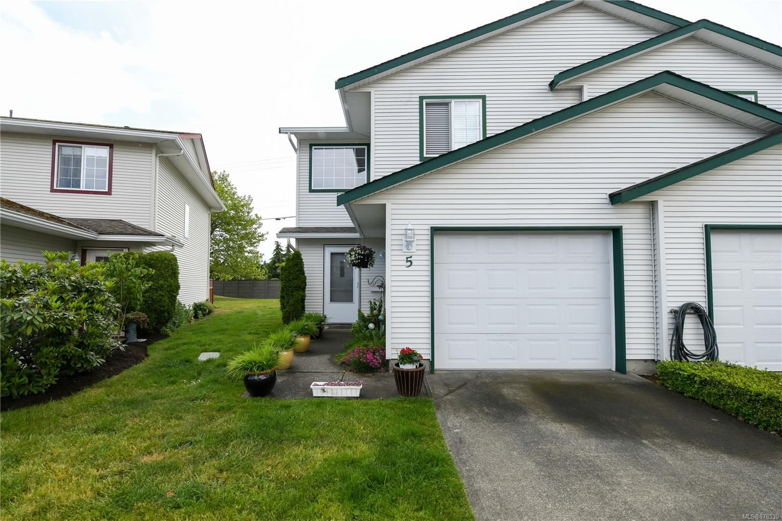 Main Photo: 5 717 Aspen Rd in : CV Comox (Town of) Row/Townhouse for sale (Comox Valley)  : MLS®# 878530