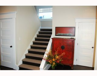 """Photo 2: 901 W 23RD Avenue in Vancouver: Cambie House for sale in """"DOUGLAS PARK"""" (Vancouver West)  : MLS®# V749791"""