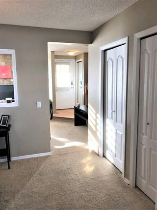 Photo 5: 22 Woodhill Road SW in Calgary: Woodlands Row/Townhouse for sale : MLS®# A1072273