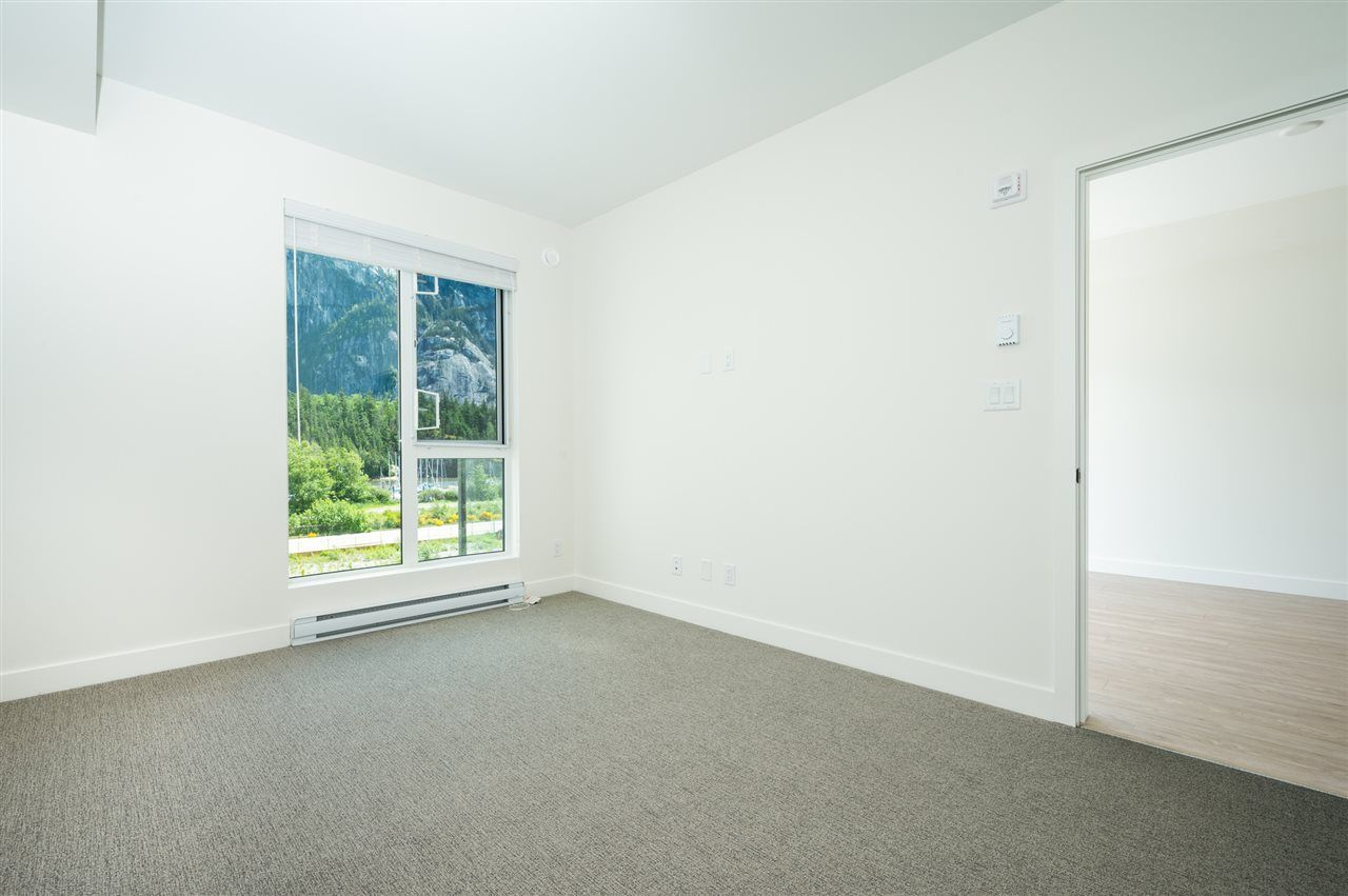 Photo 4: Photos: 410 37881 CLEVELAND Avenue in Squamish: Downtown SQ Condo for sale : MLS®# R2454752