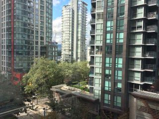 """Photo 2: 703 1166 MELVILLE Street in Vancouver: Coal Harbour Condo for sale in """"ORCA PLACE"""" (Vancouver West)  : MLS®# R2513384"""