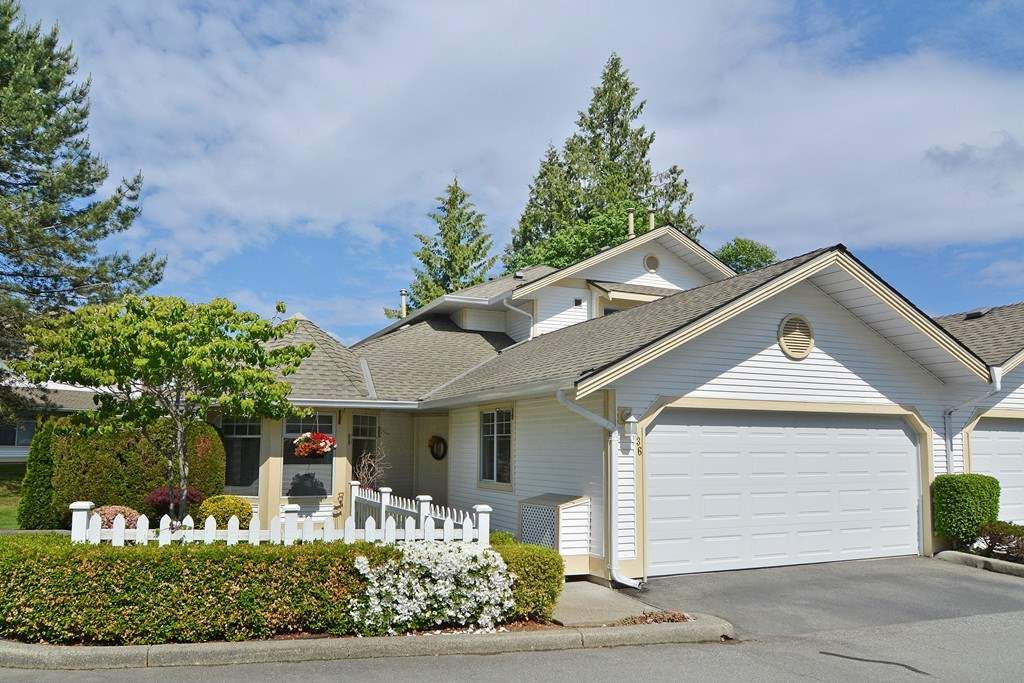 """Main Photo: 136 8737 212TH Street in Langley: Walnut Grove Townhouse for sale in """"Chartwell Green"""" : MLS®# R2072695"""