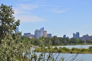Photo 2: 110 35 Street NW in Calgary: Parkdale House for sale : MLS®# C4123515