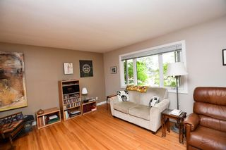 Photo 3: 20 Brantford Crescent NW in Calgary: Brentwood Detached for sale : MLS®# A1135023