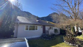 Photo 1: 38194 GUILFORD Drive in Squamish: Valleycliffe House for sale : MLS®# R2564994