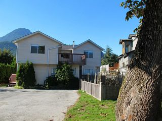 Photo 1: 39741 GOVERNMENT Road in Squamish: Northyards 1/2 Duplex for sale : MLS®# V1026723