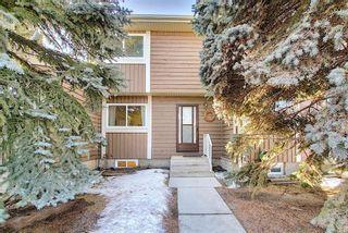 Photo 3: 2 14736 Deerfield Drive SE in Calgary: Deer Run Row/Townhouse for sale : MLS®# A1075072