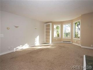 Photo 4: 669 Pine St in VICTORIA: VW Victoria West House for sale (Victoria West)  : MLS®# 560025