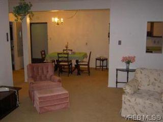 Photo 3: 311 1433 Faircliff Lane in VICTORIA: Vi Fairfield West Condo for sale (Victoria)  : MLS®# 493249
