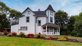 Photo 1: 20 Earnscliffe Avenue in Wolfville: 404-Kings County Multi-Family for sale (Annapolis Valley)  : MLS®# 202122144