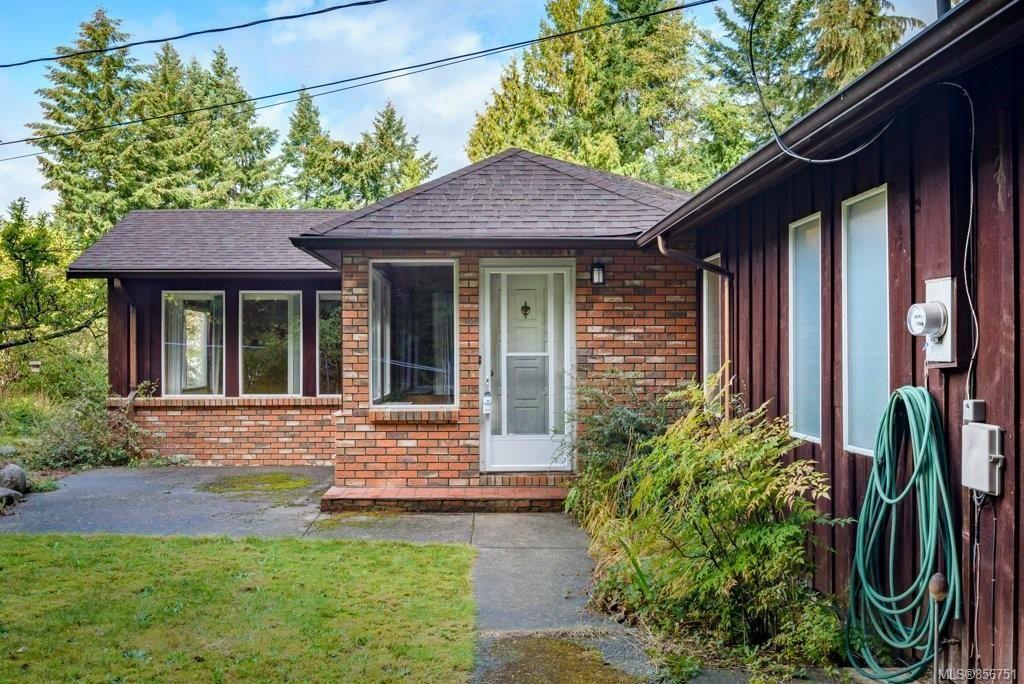 Main Photo: 1744 Greenwood Cres in : CV Comox Peninsula House for sale (Comox Valley)  : MLS®# 856751