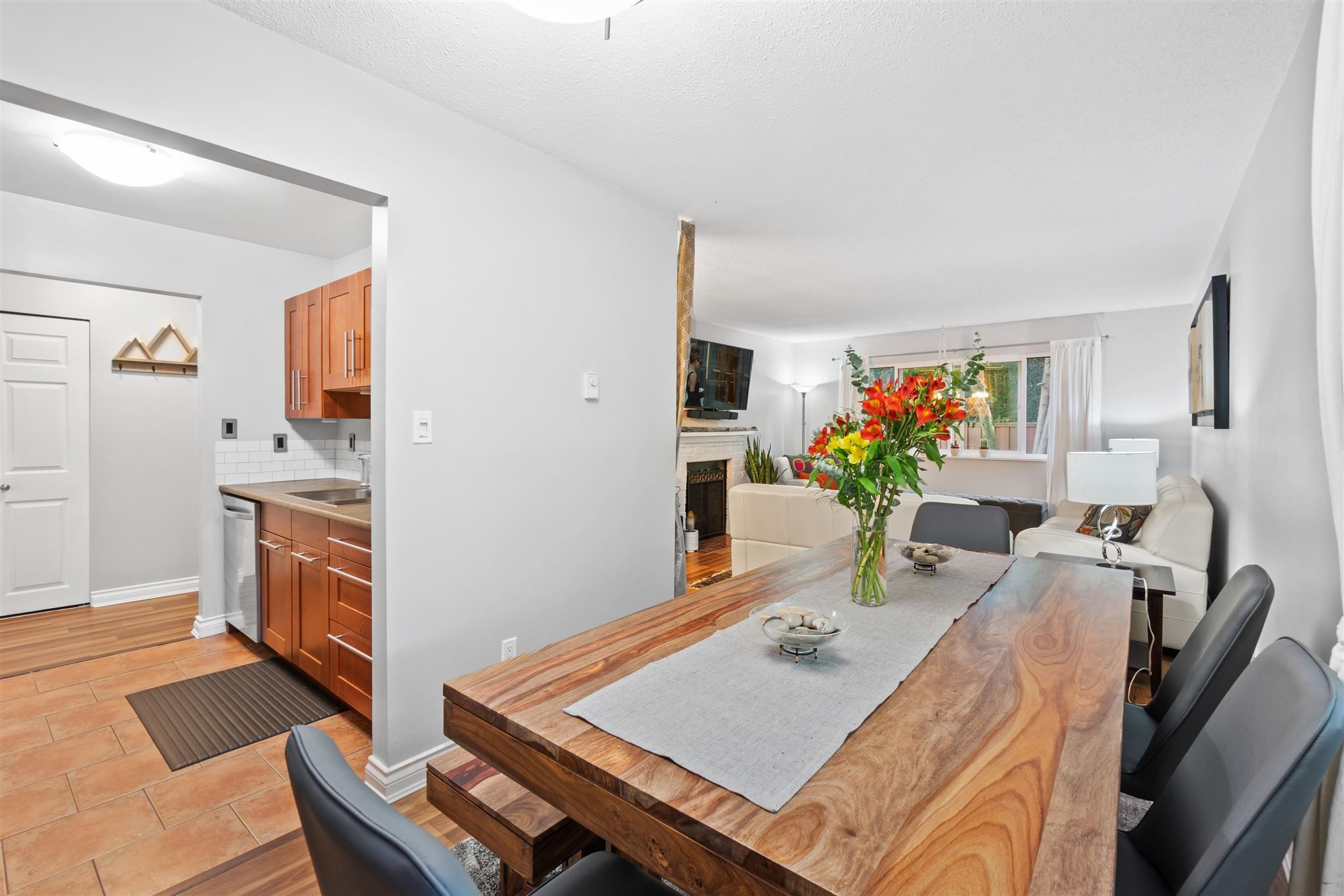 """Main Photo: 11658 KINGSBRIDGE Drive in Richmond: Ironwood Townhouse for sale in """"Kingswood Downes"""" : MLS®# R2598051"""
