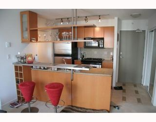 """Photo 2: 2807 1495 RICHARDS Street in Vancouver: False Creek North Condo for sale in """"Azura 2"""" (Vancouver West)  : MLS®# V787290"""