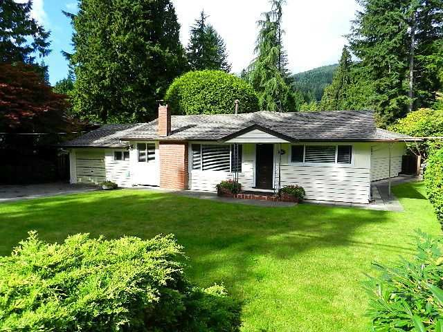 Main Photo: 546 E OSBORNE RD in North Vancouver: Upper Lonsdale House for sale : MLS®# V1087613