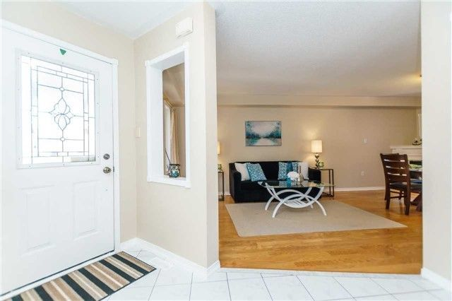 Photo 3: Photos: 40 Wells Crescent in Whitby: Brooklin House (2-Storey) for sale : MLS®# E4187338