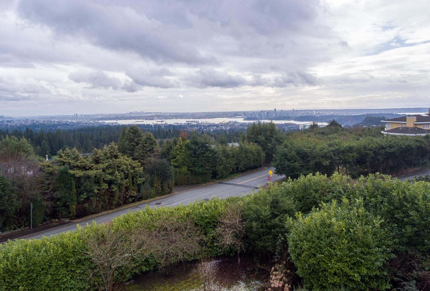 Main Photo: 910 EYREMOUNT Drive in West Vancouver: British Properties House for sale : MLS®# R2616315