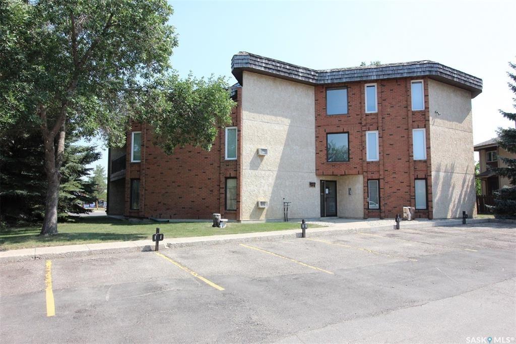 Main Photo: 203 427 Tait Court in Saskatoon: Wildwood Residential for sale : MLS®# SK864804