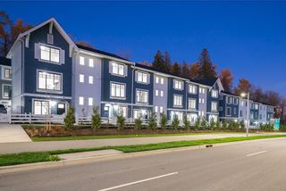 Main Photo: 22 19299 64 Avenue in Surrey: Clayton Townhouse for sale (Cloverdale)  : MLS®# R2601009