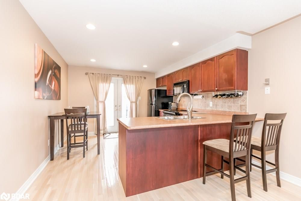 Photo 4: Photos: 28 KRAUS Road in Barrie: House for sale