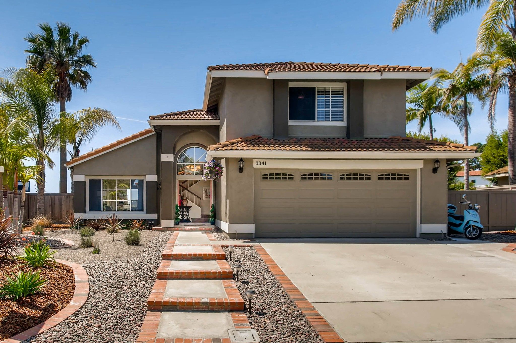 Photo 2: Photos: House for sale (San Diego)  : 5 bedrooms : 3341 Golfers Dr in Oceanside