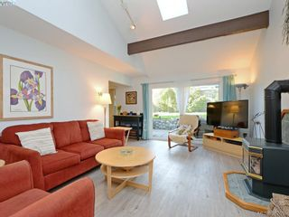 Photo 2: 11 1950 Cultra Ave in SAANICHTON: CS Saanichton Row/Townhouse for sale (Central Saanich)  : MLS®# 779044
