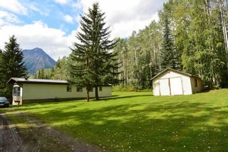 "Photo 3: 6793 KROEKER Road in Smithers: Smithers - Rural Manufactured Home for sale in ""Glacier View Estates"" (Smithers And Area (Zone 54))  : MLS®# R2495709"